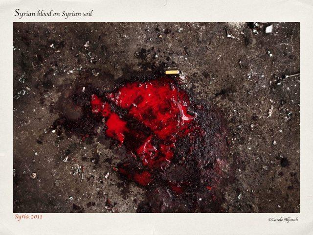 """Charco de sangre, tal como se aprecia en el compilado """"My beloved broken home""""."""